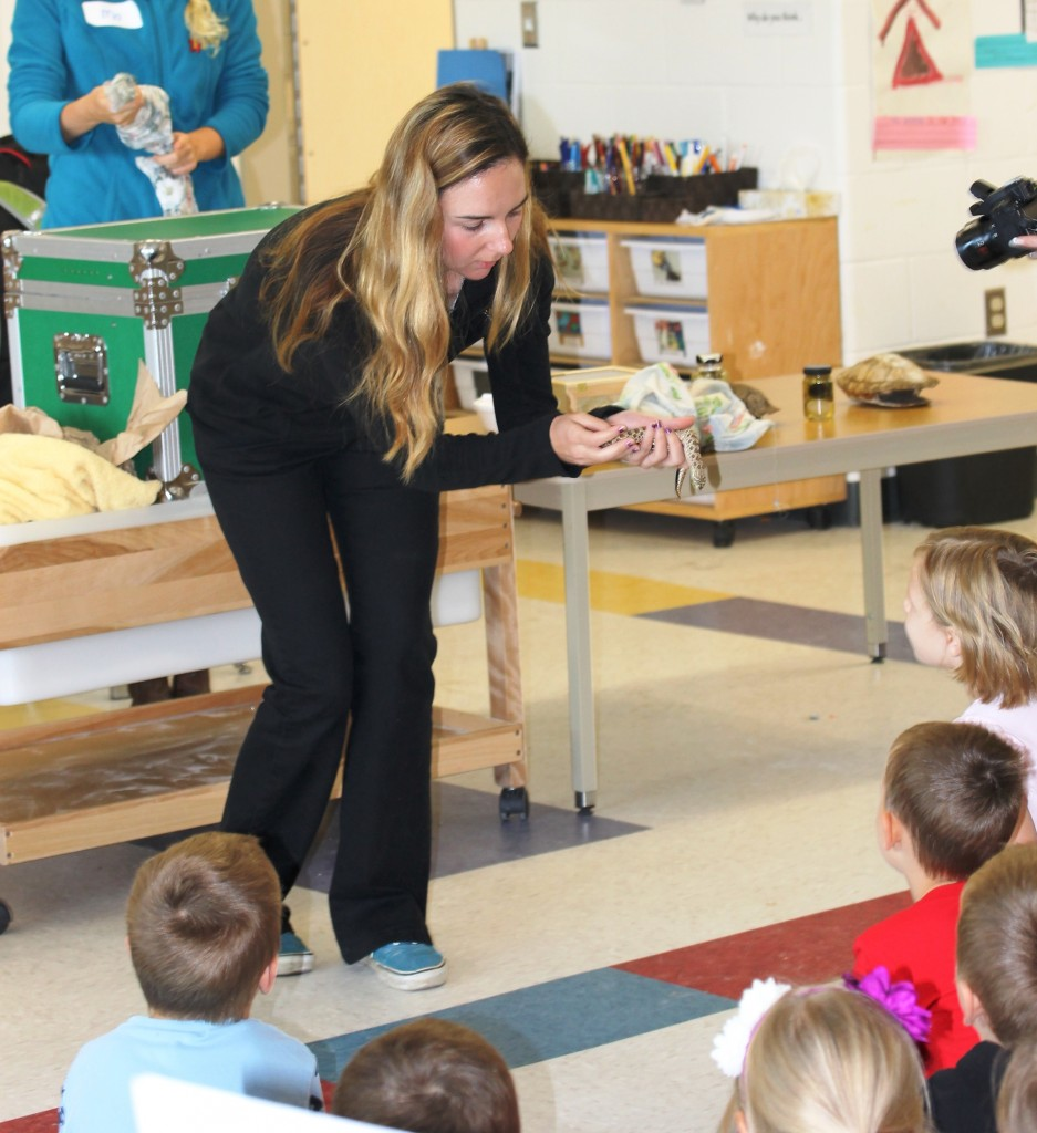 Elizabeth gives the students a close-up look at the Hognose snake.